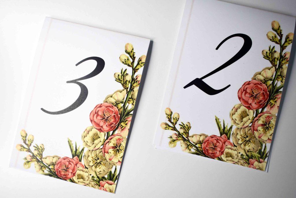 stojący numer stołu na ślub