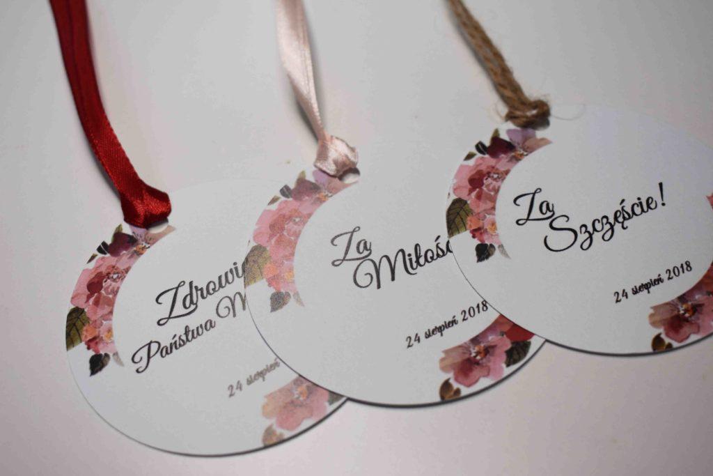 zawieszki na ślub z bordo kwiatem