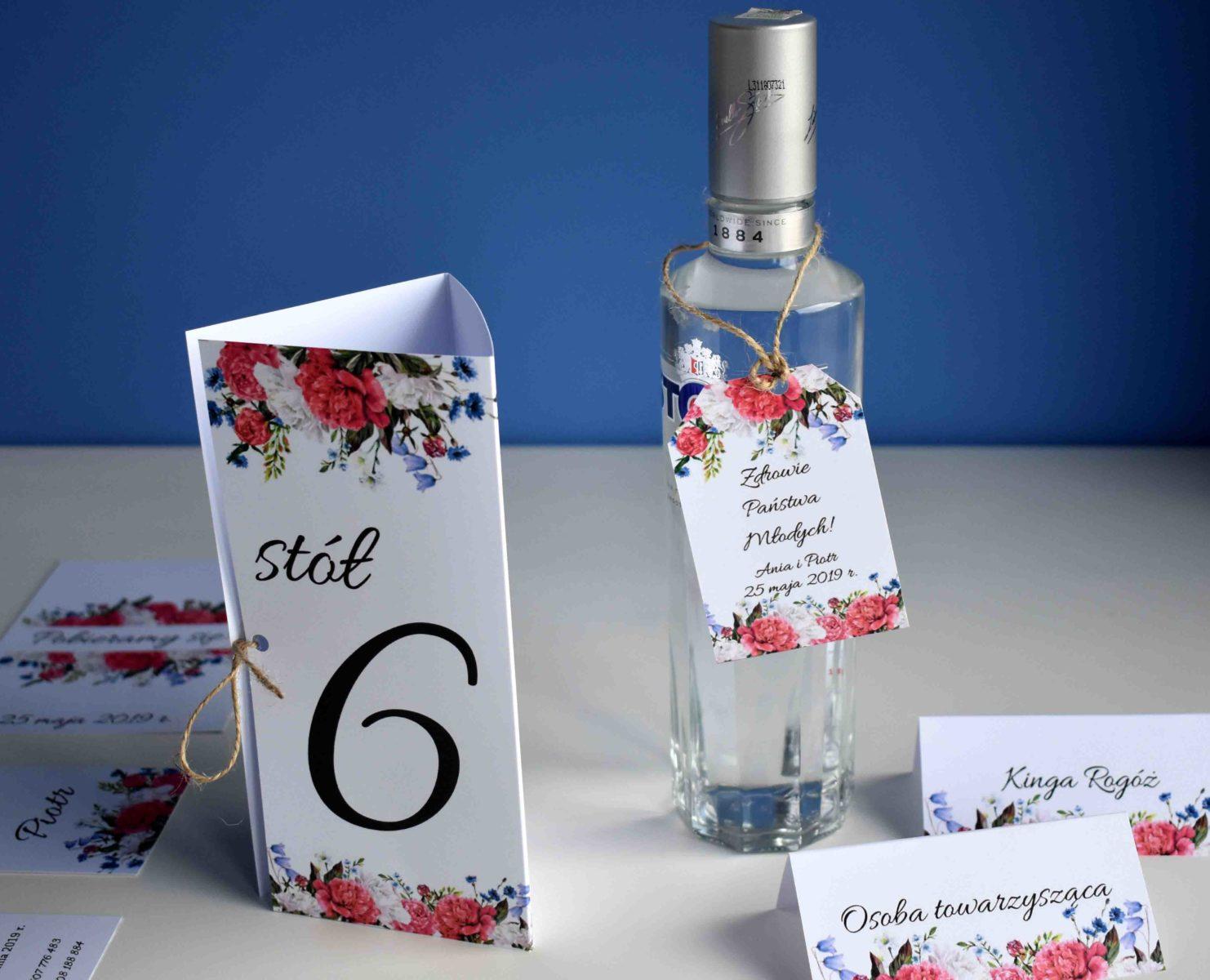 Dodatki na stół weselny piwonie i kwiat polny