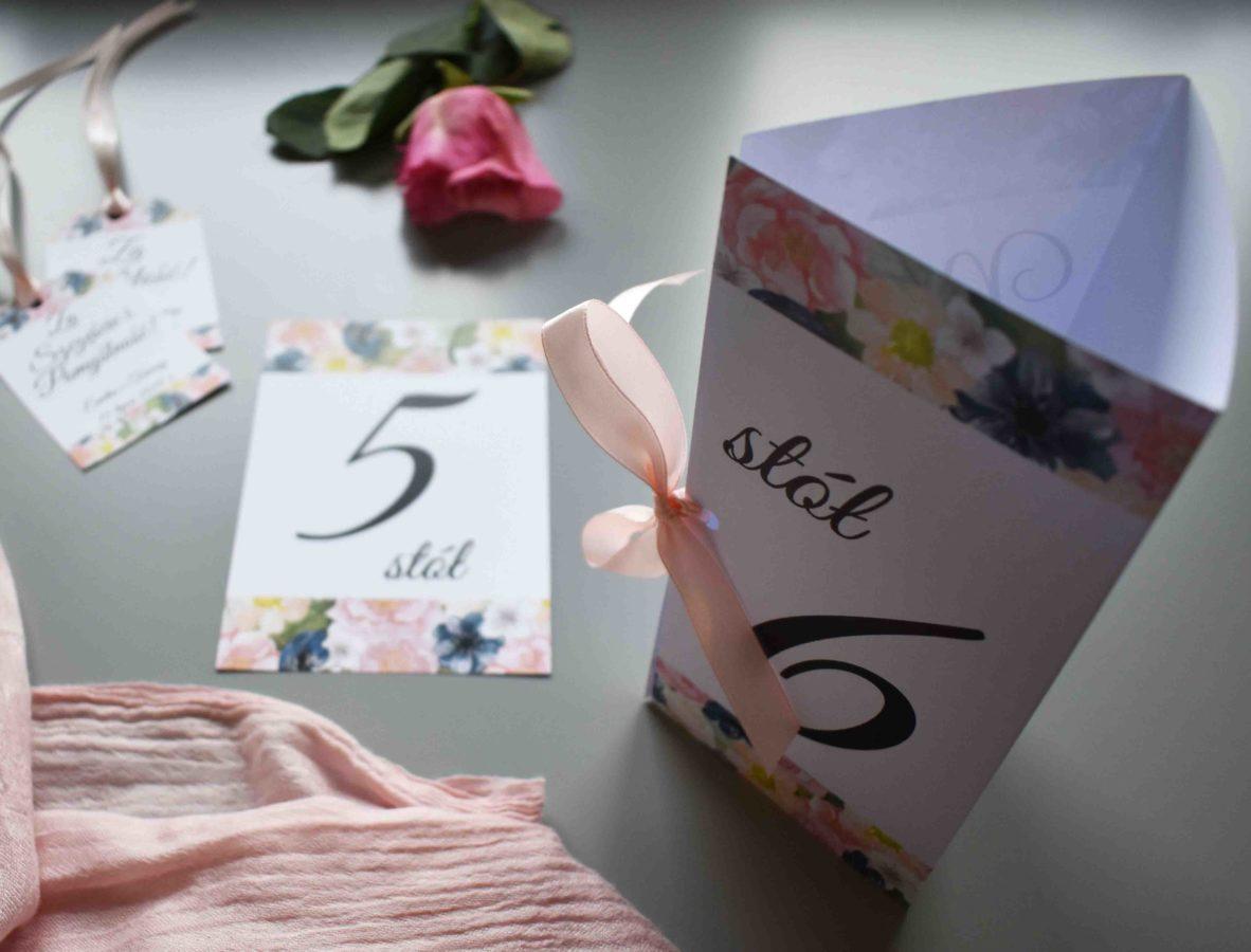 Dekoracja stółu weselnego Kwiecisty wzór