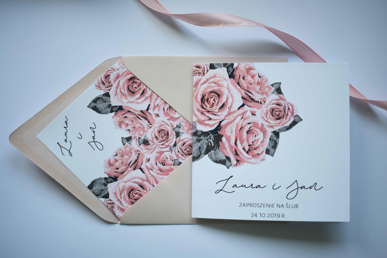 W delikatne róże zaproszenie ślubne