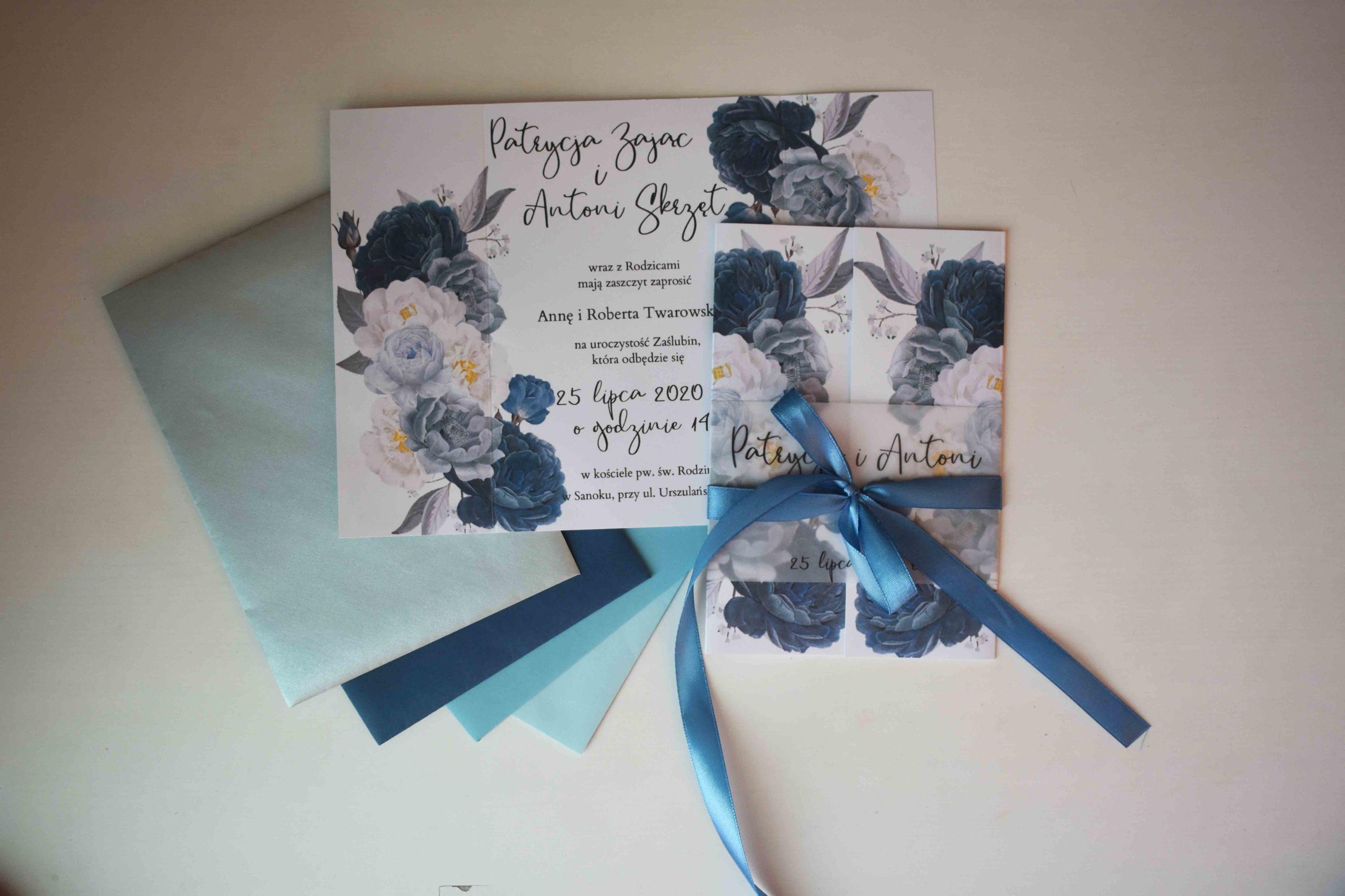 Niebieskie kwiaty zaproszenie ślubne