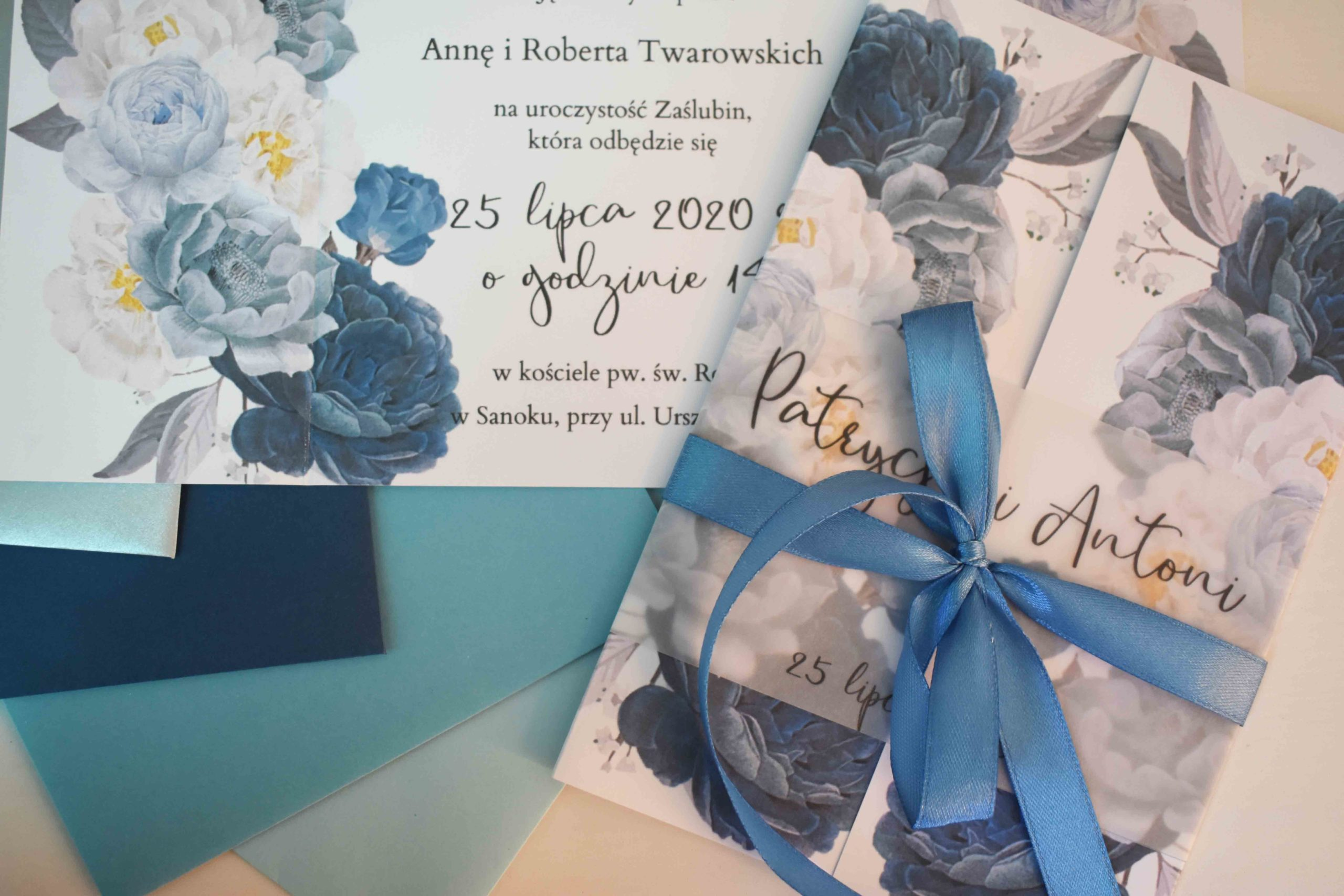 Niebieskie zaproszenie na ślub